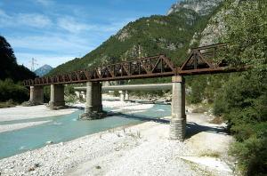 Pontebbana_across_river_Fella_Chiusaforte_08092007_05