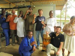 Un brindisi tra volontari per il Progetto Diga in Zimbabwe