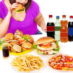 Woman-eating-junk-food_01