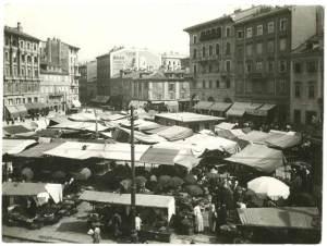 Piazza Goldoni com'era prima degli anni Venti