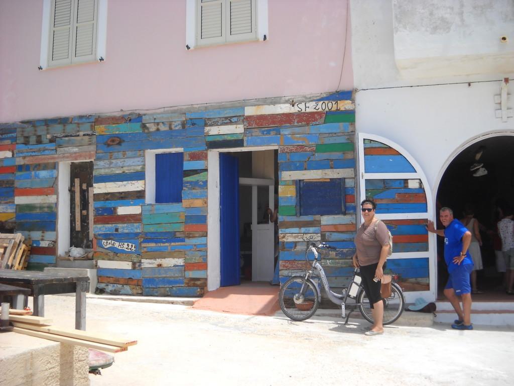 Porto M, lo spazio espositivo con gli oggetti dei migranti