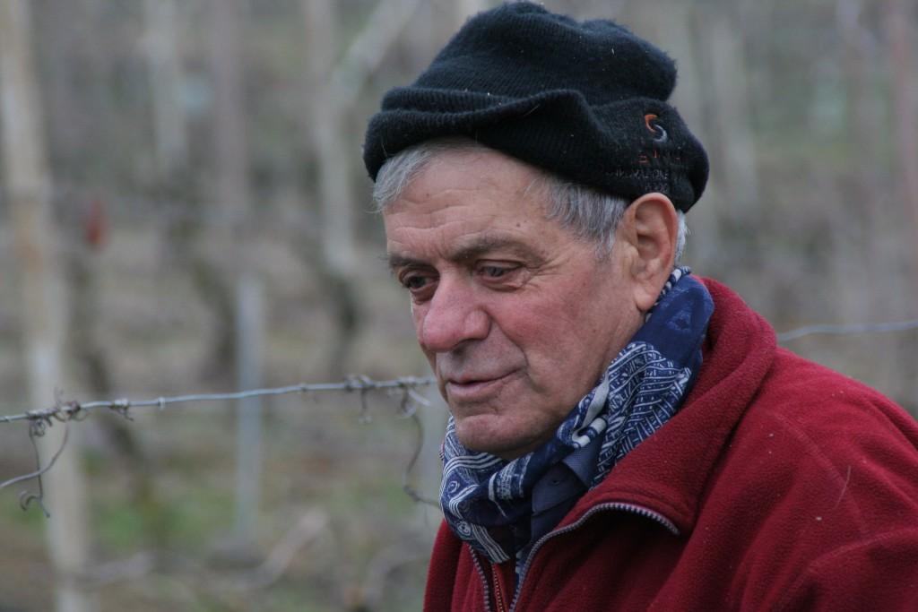 Marco Curto in vigna. Foto L. Monasta