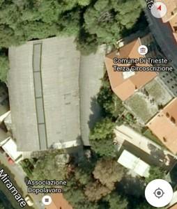 Dal satelite è visibile il tetto di eternit rotto